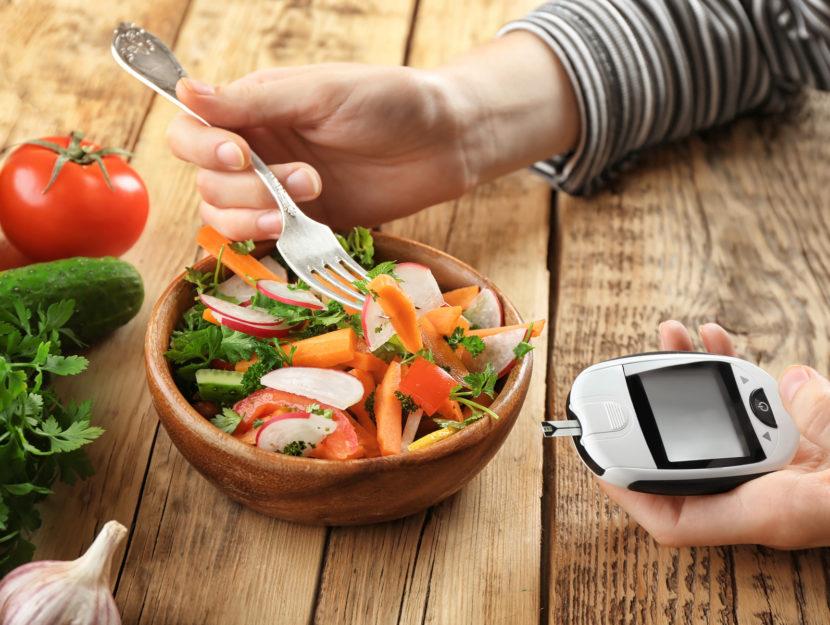 Donna alimentazione glucometro diabete
