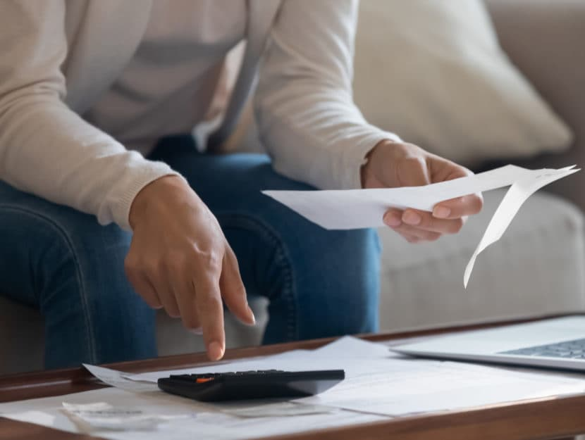 Donna documento computer