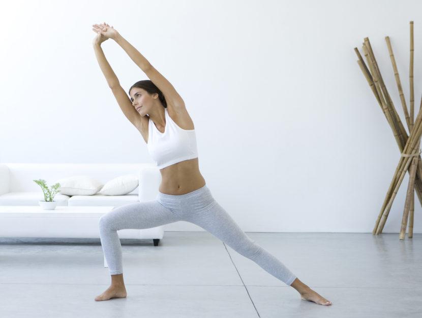 Donna yoga casa