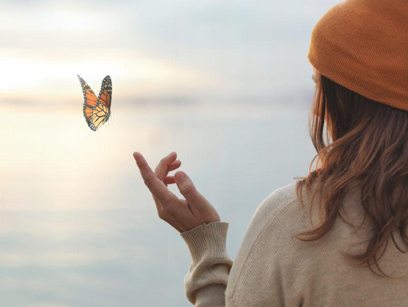 Donna mare farfalla