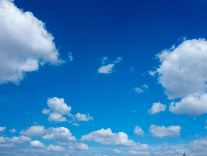 Nuvole cielo azzurro