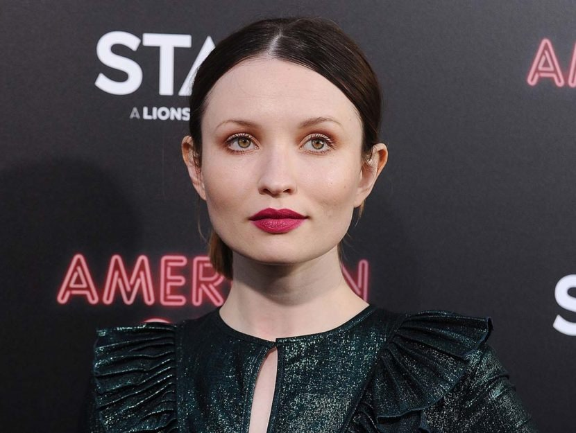Emily Browning, che impersona Laura Moon