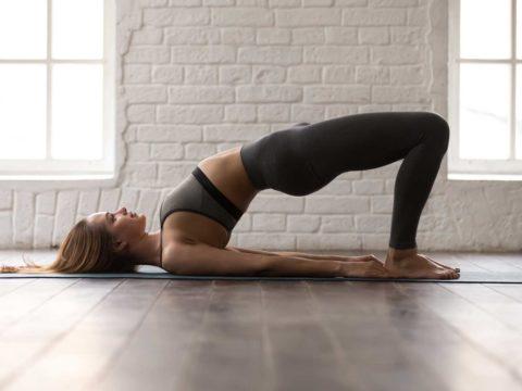 Yoga energizzante: la sequenza per ritrovare la carica