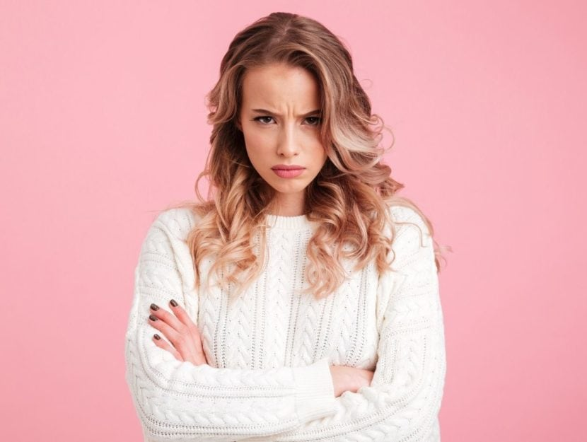 Donna arrabbiata per domande maleducate