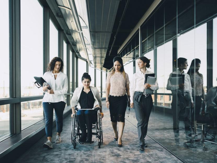 Ufficio donne disabile carrozzina