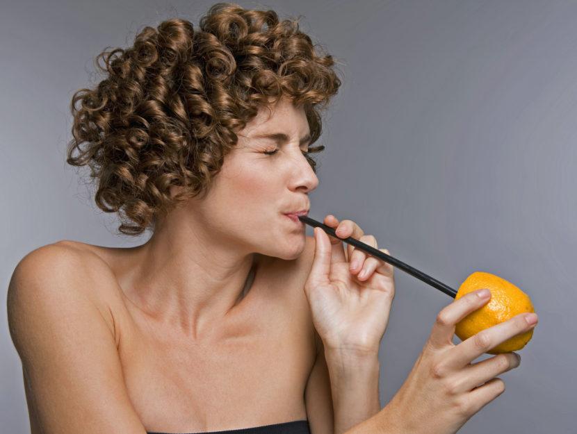 Ragazza arancia