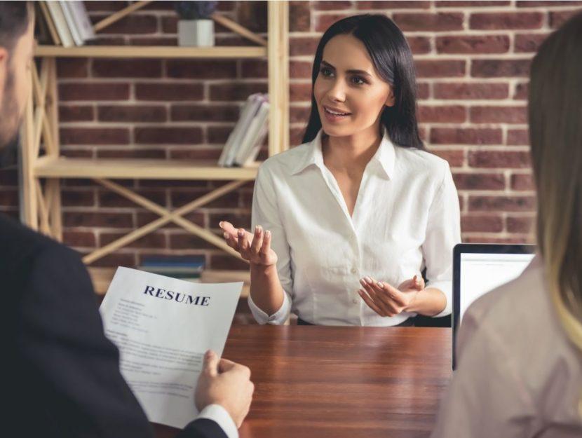 Colloquio di lavoro, ragazza intervistata