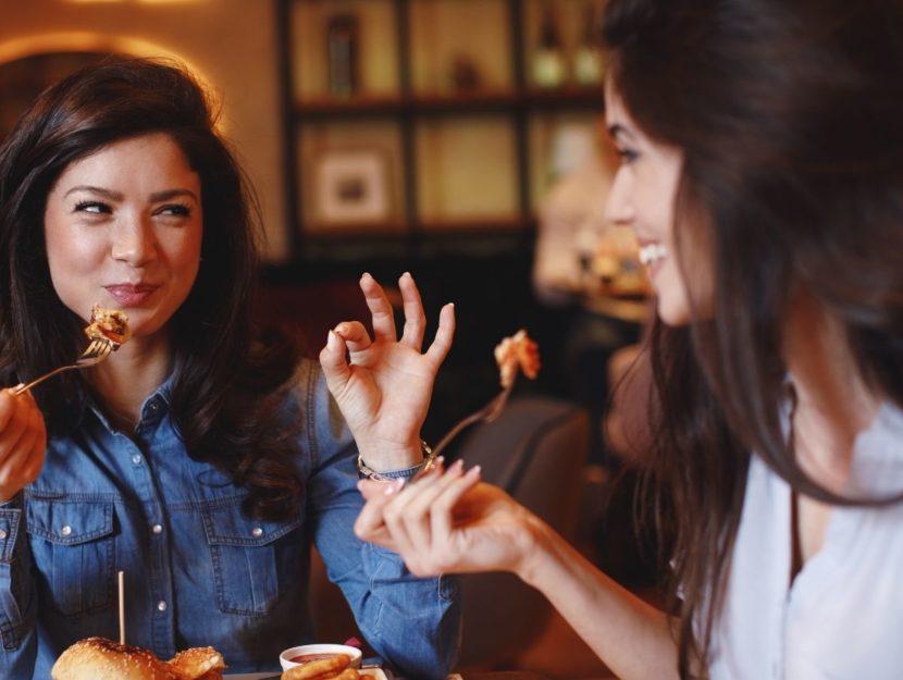 Due donne a cena