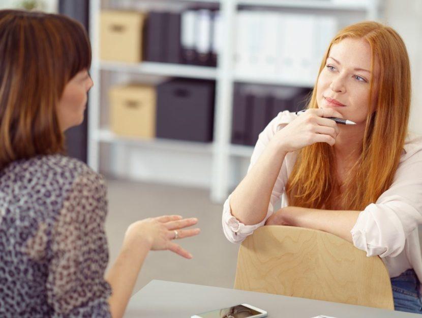 due donne a un colloquio di lavoro