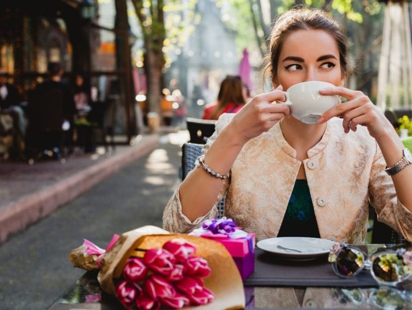 eleganza, donna al bar, caffè