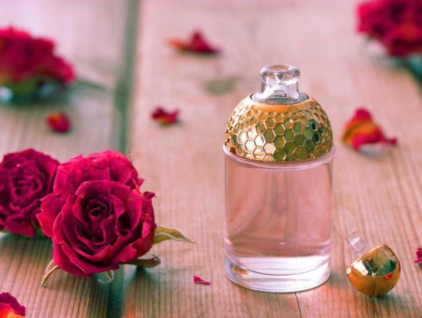 Profumo su sfondo rosa