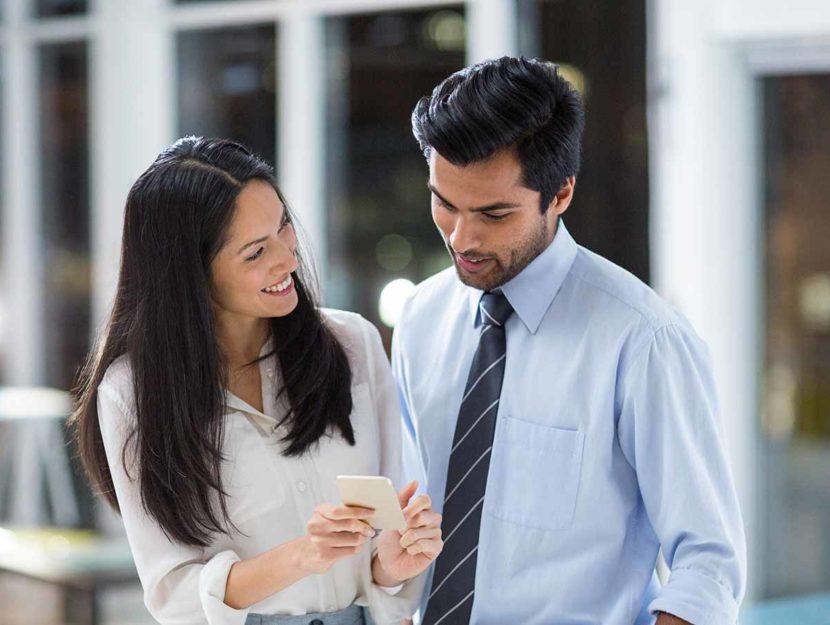 Uomo e donna sul lavoro