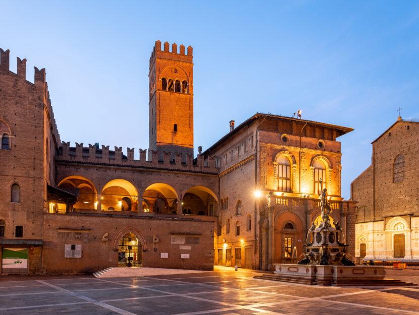 Palazzo Re Enzo, Neptune Fountain, Bologna, Emilia-Romagna