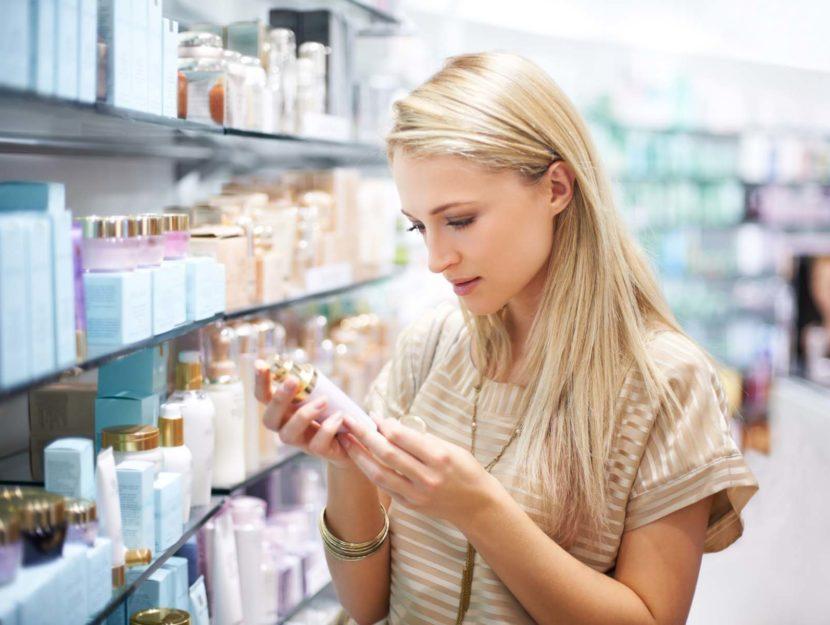 Ragazza crema negozio