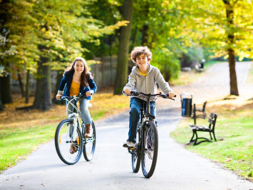 Ragazzi bici parco