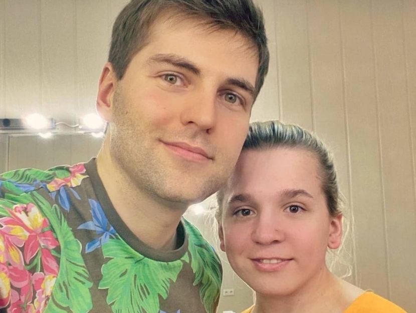 """Olesya Rostova in un selfie con Dmitry Borisov, il conduttore della trasmissione """"Lasciali parlare"""""""