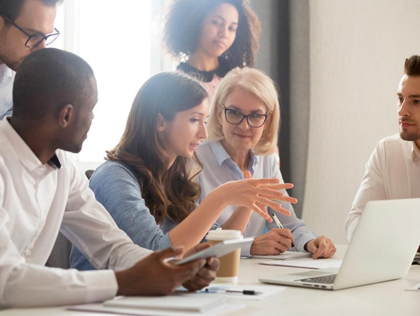 Perché aiutare i colleghi sul lavoro è (quasi) sempre un'arma vincente