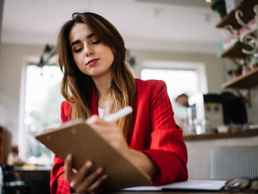 donna in carriera, scrivere una candidatura, mail di autocandidatura
