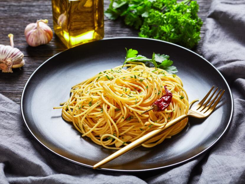 spaghetti aglio olio e acciughe ricetta