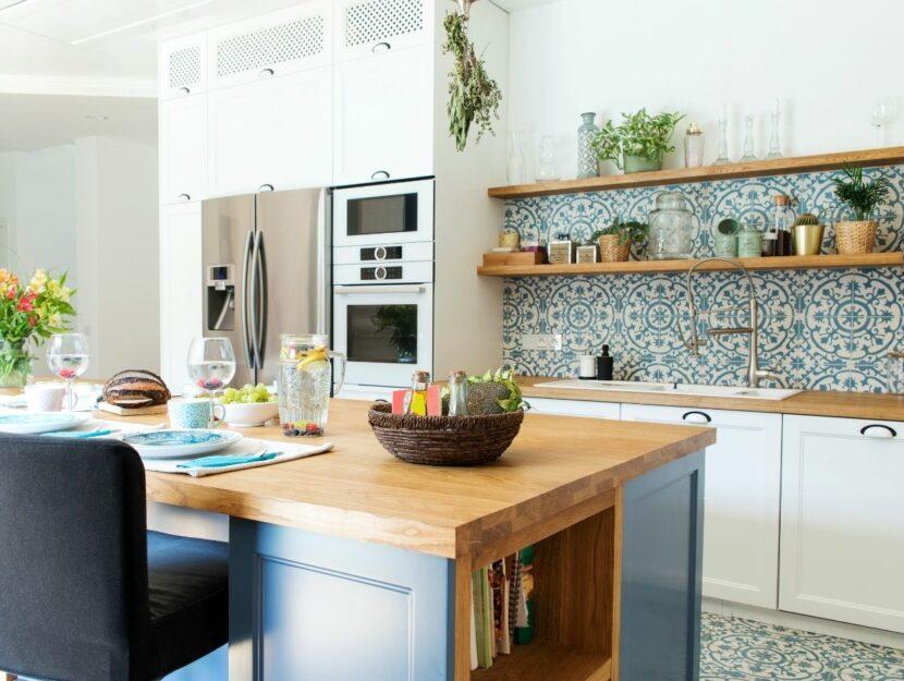 cucina arredata in stile mediterraneo