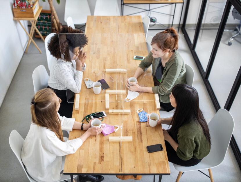 Donne ufficio riunione