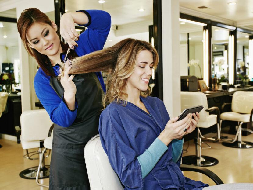 Donna dal parrucchiere