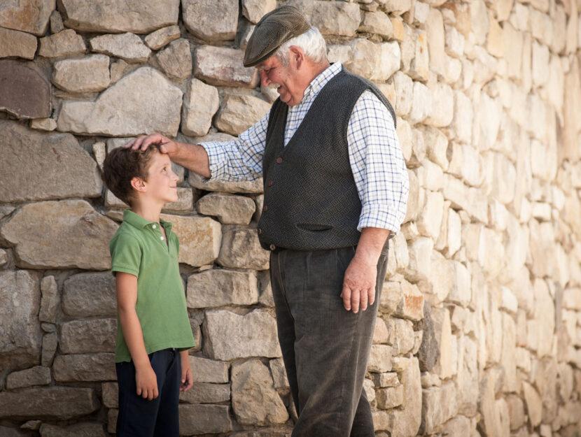 Nonno nipote campagna