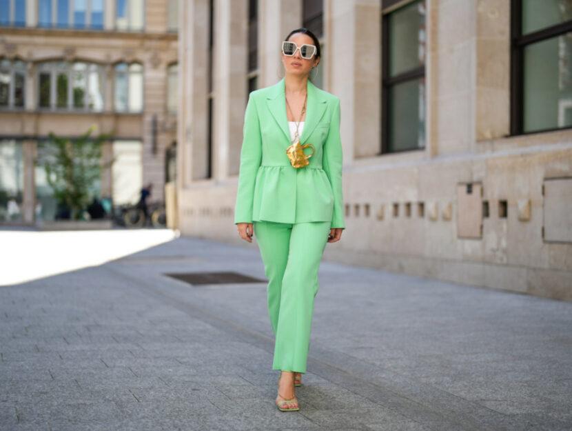 il tailleur colorato come indossarlo