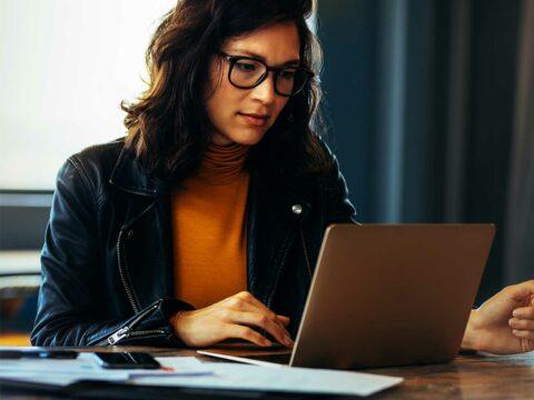 Perché noi donne dovremmo imparare a gestire al meglio i nostri soldi