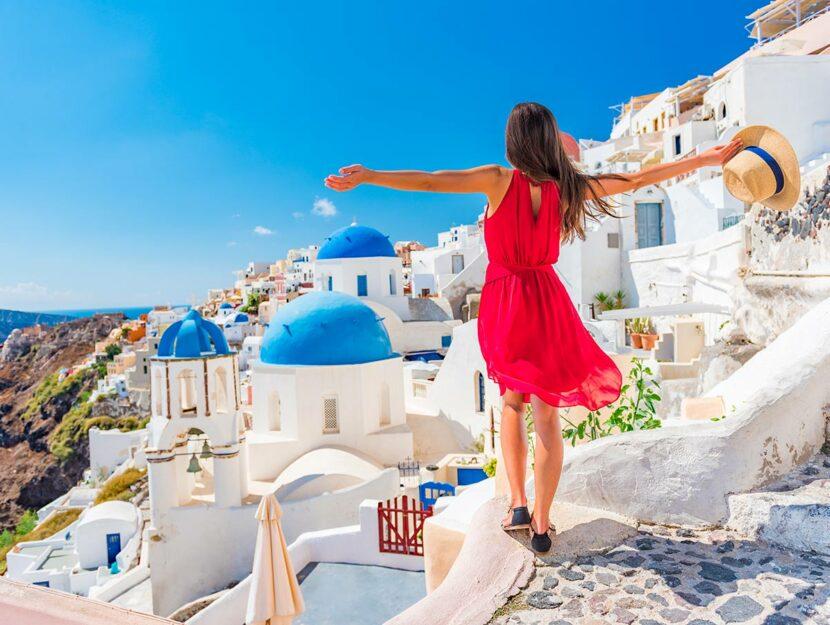 prenotare e viaggiare, donna in vacanza