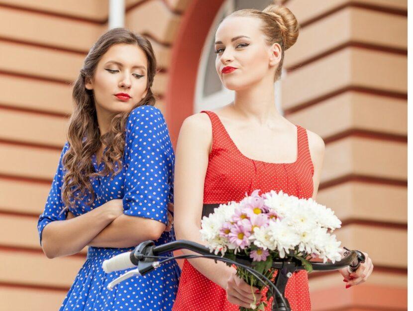 Due ragazze accanto