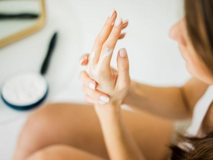 mani giovani
