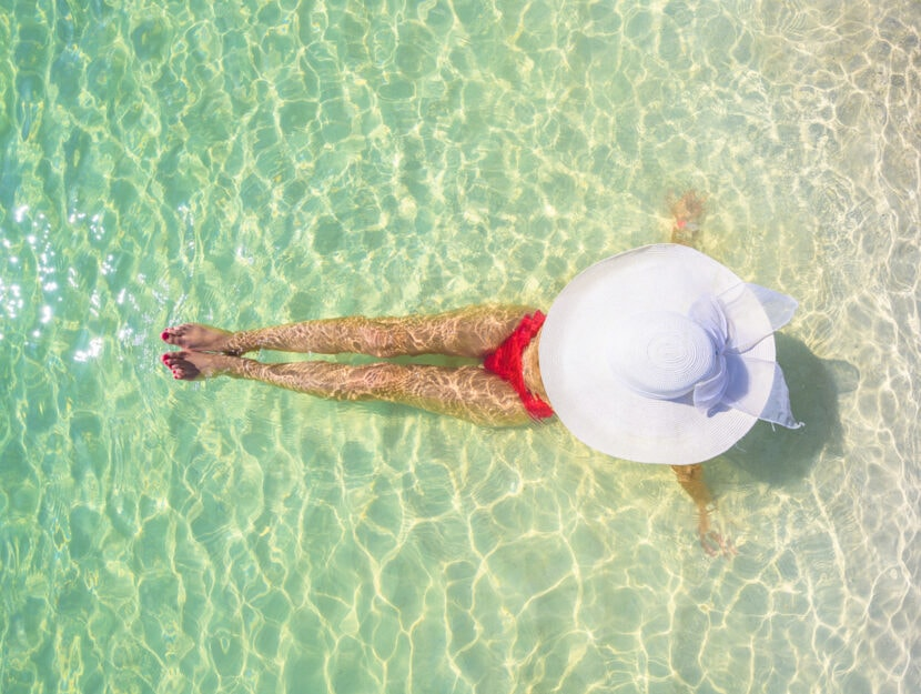 Donna piscina cappello