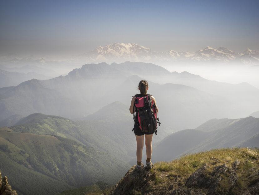 Trekking ragazza montagna