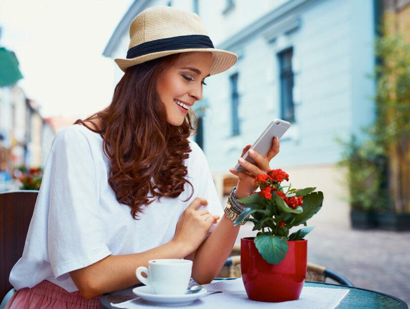 donna usa smartphone