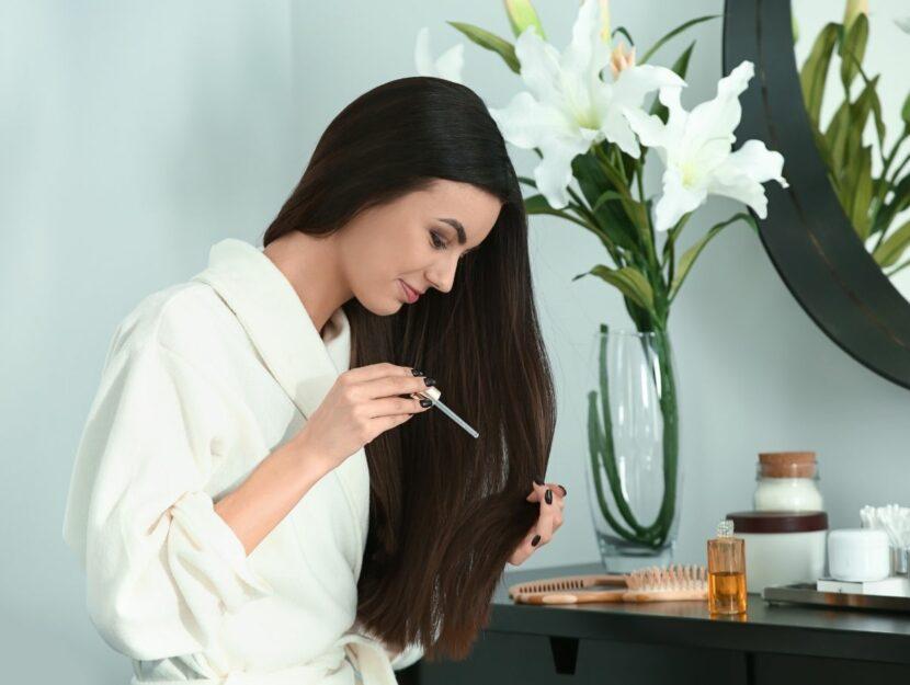 spa capelli in casa, donna che cura i propri capelli