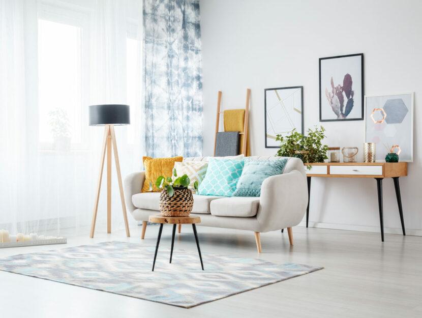 Salotto di design con tappeto geometrico
