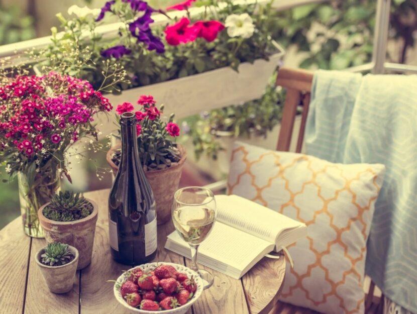Balcone con piante e fiori