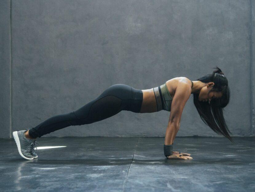 Ragazza plank