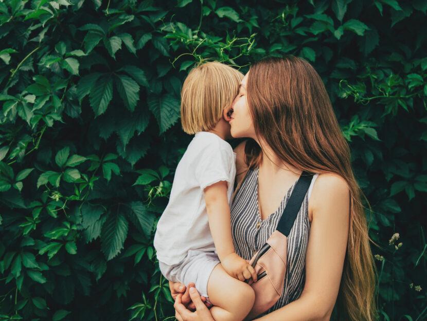 Mamma bacio figlio