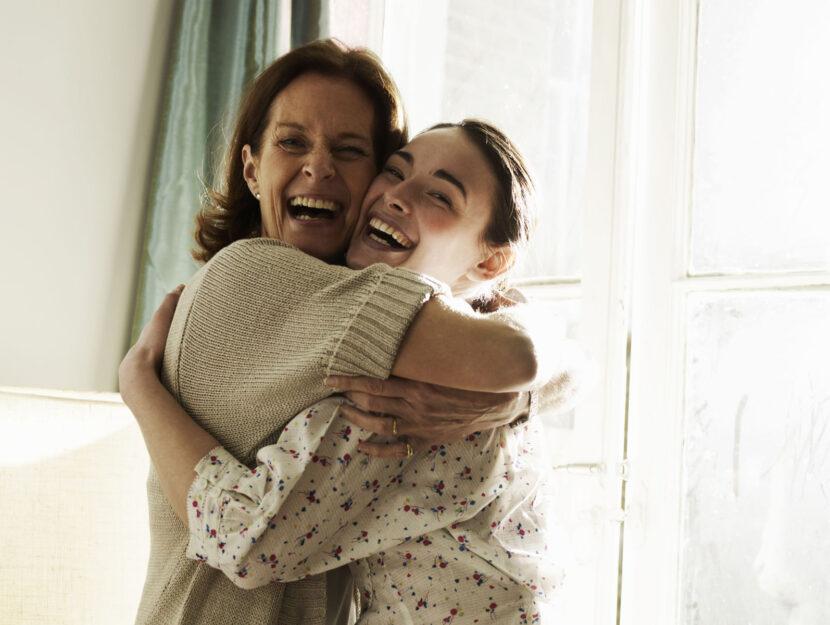 Mamma figlia abbraccio