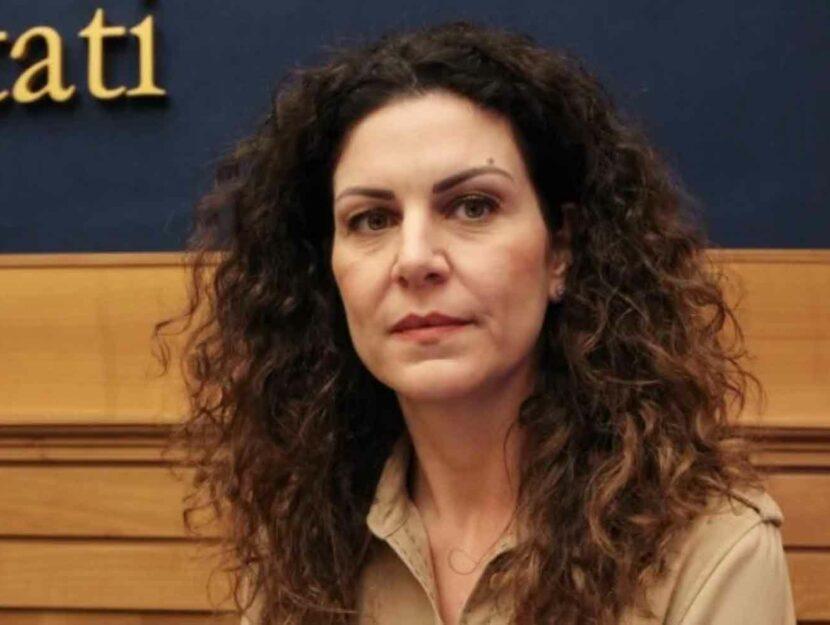 Laura Massaro oggi sta facendo una protesta silenziosa: il suo profilo Facebook è spento. L'ultima