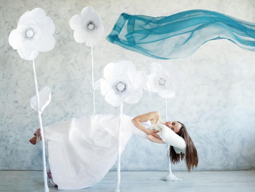 Donna dorme sogno