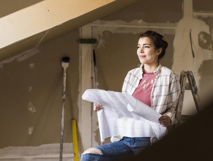 Donna ristrutturazione casa