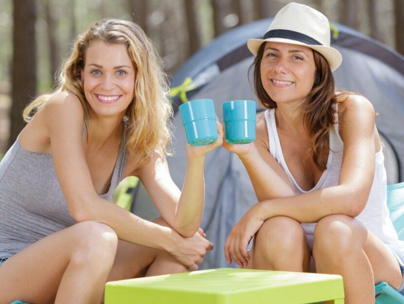 ragazze in campeggio