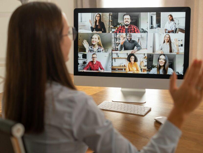 relazioni sul lavoro, ragazza in videoconferenza
