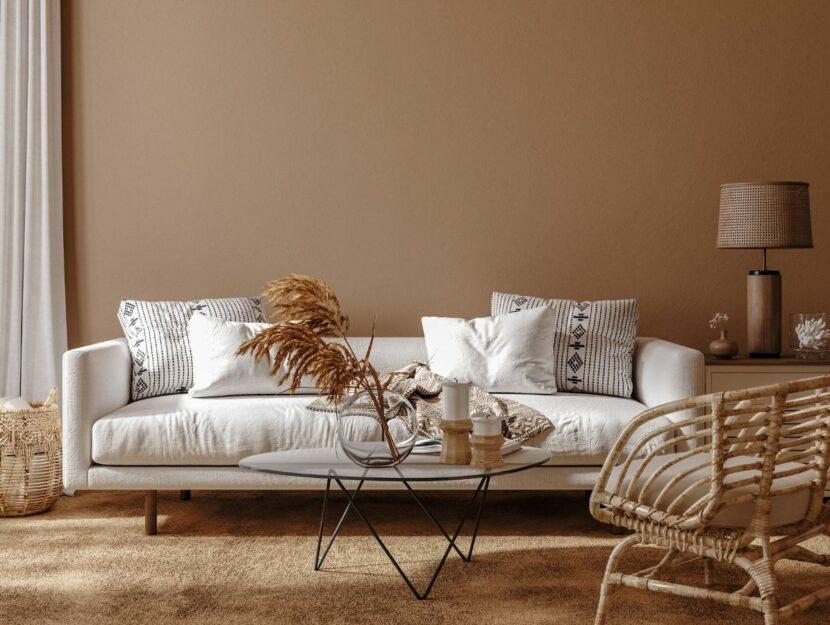 divano bianco in soggiorno