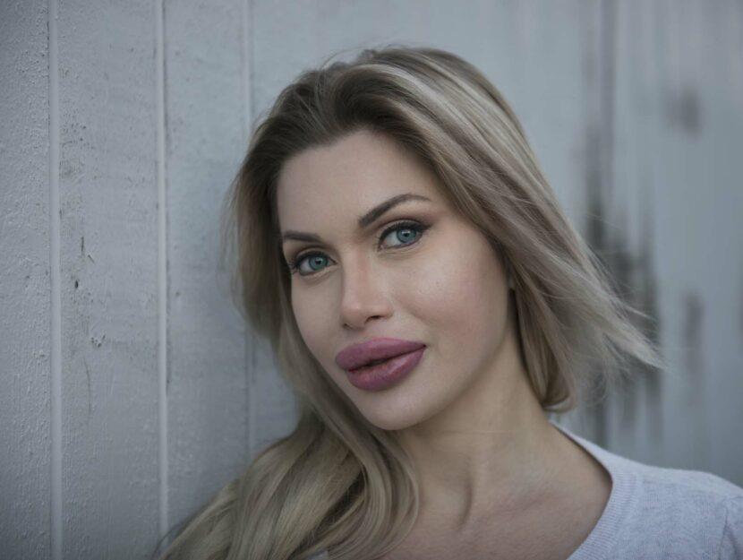 Pixee Fox, 26 anni, svedese, si è sottoposta a più di 200 procedure cosmetiche e interventi chirur